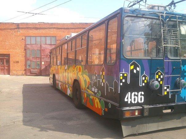Еще один черниговский троллейбус раскрасили активисты, фото-5