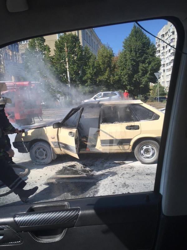 В Харькове прямо на ходу загорелась машина (ФОТО) (фото) - фото 1