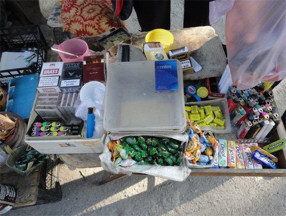 У Кіровограді дільничні інспектори міліції провели рейд, спрямований на виявлення фактів нелегальної торгівлі тютюновими виробами. ФОТО (фото) - фото 1