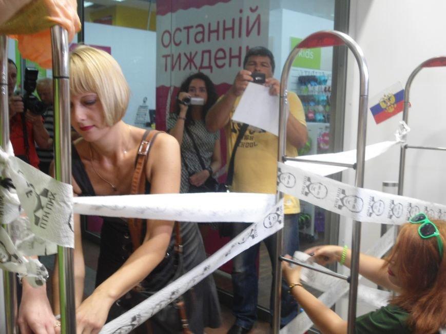 У Львові знову пікетують російський бізнес: цього разу протест влаштували в магазині взуття (ФОТО) (фото) - фото 3
