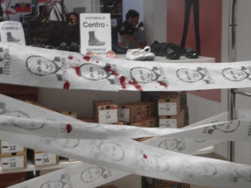 У Львові знову пікетують російський бізнес: цього разу протест влаштували в магазині взуття (ФОТО) (фото) - фото 9
