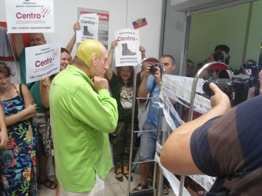У Львові знову пікетують російський бізнес: цього разу протест влаштували в магазині взуття (ФОТО) (фото) - фото 5