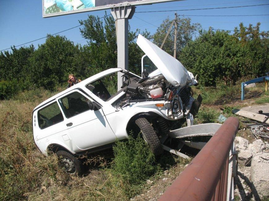 ДТП в Днепропетровске: ВАЗ врезался в электроопору (ФОТО) (фото) - фото 9
