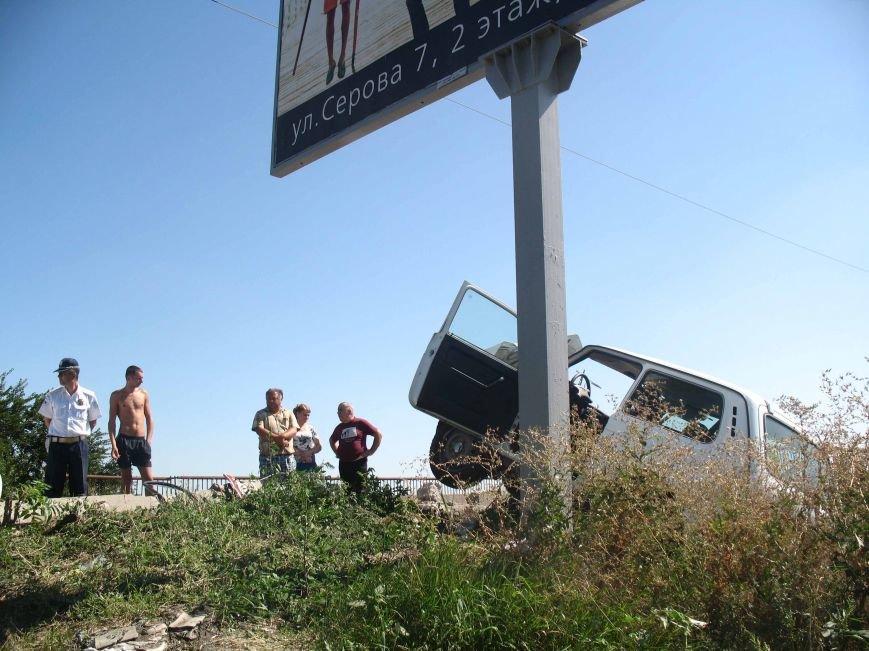 ДТП в Днепропетровске: ВАЗ врезался в электроопору (ФОТО) (фото) - фото 5
