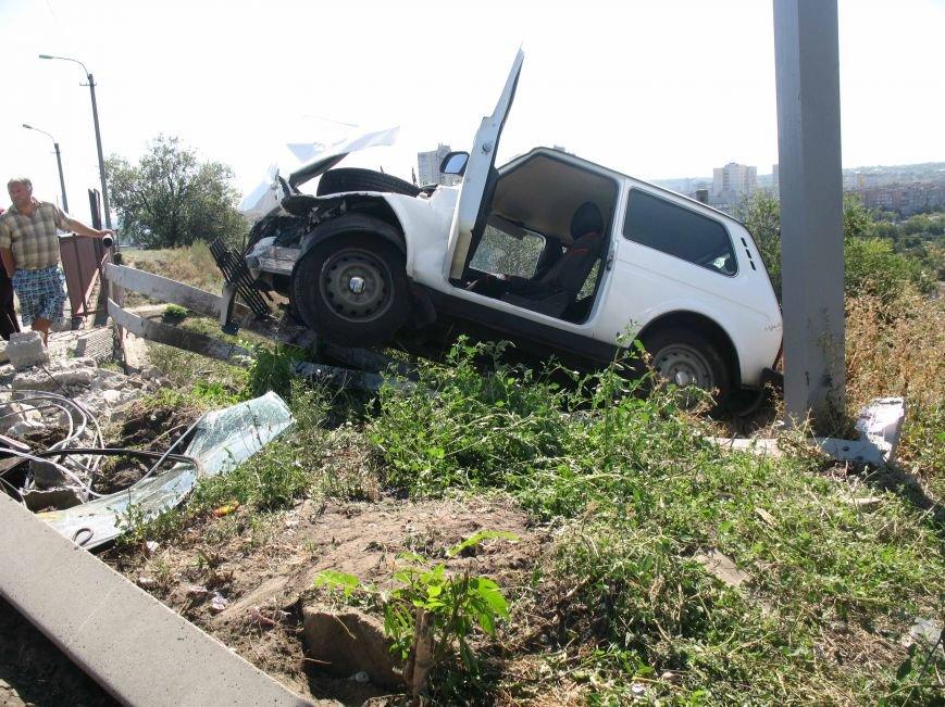 ДТП в Днепропетровске: ВАЗ врезался в электроопору (ФОТО) (фото) - фото 8