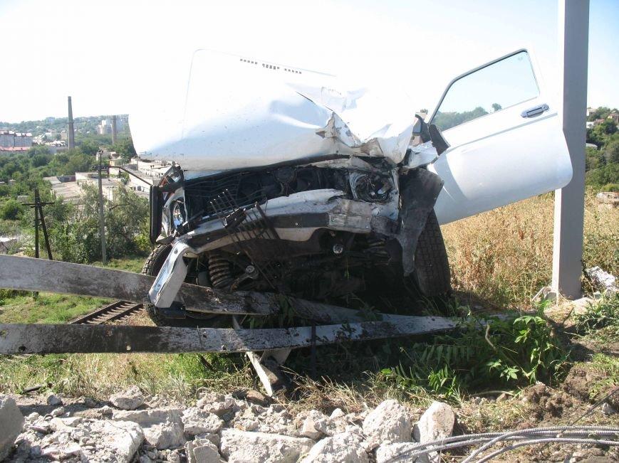 ДТП в Днепропетровске: ВАЗ врезался в электроопору (ФОТО) (фото) - фото 3