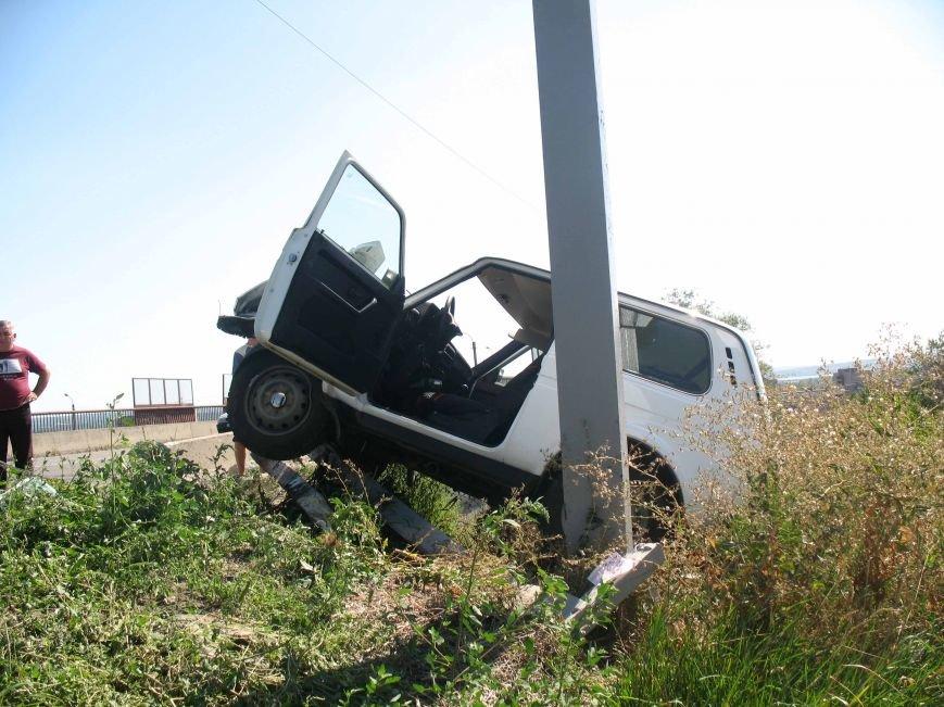 ДТП в Днепропетровске: ВАЗ врезался в электроопору (ФОТО) (фото) - фото 7