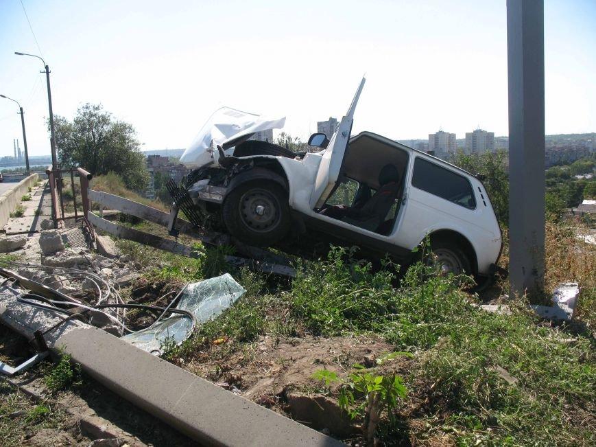 ДТП в Днепропетровске: ВАЗ врезался в электроопору (ФОТО) (фото) - фото 4