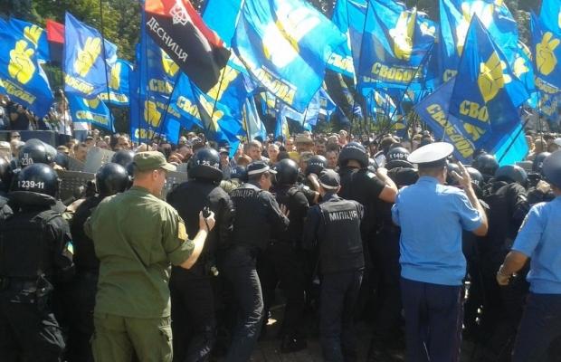 Митингующие начали штурм ВР, взорвали боевую гранату, есть пострадавшие (ДОПОЛНЯЕТСЯ+ФОТО+ВИДЕО), фото-3