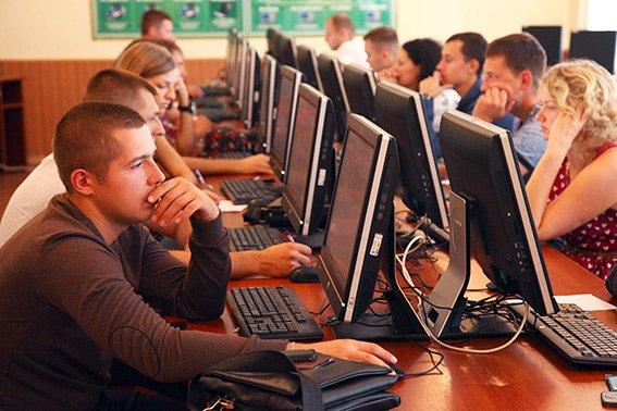 На Хмельниччині розпочалося тестування кандидатів у нову патрульну поліцію (фото) - фото 1