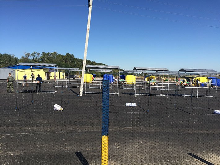 Первый гуманитарно-логистический центр на линии разграничения пустует (фото) (фото) - фото 1