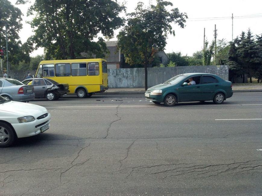 Тройное ДТП в Кривом Роге: на новом светофоре «Жигули» влетели в «Опель» и маршрутку (ФОТО) (фото) - фото 1