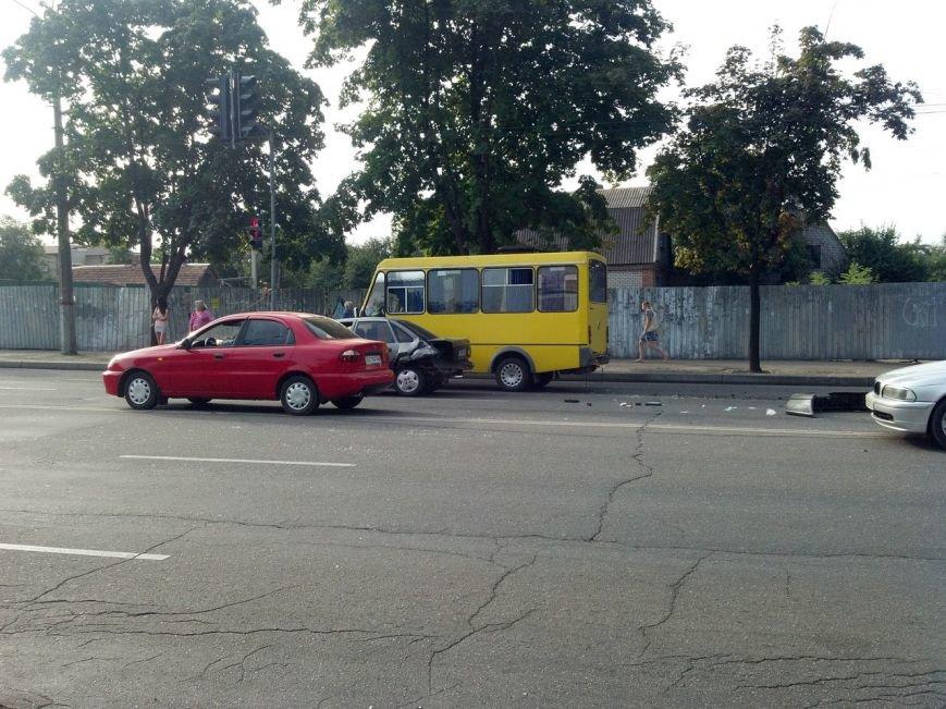 Тройное ДТП в Кривом Роге: на новом светофоре «Жигули» влетели в «Опель» и маршрутку (ФОТО), фото-1
