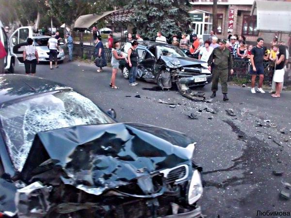 Фотофакт. Жуткое ДТП в Макеевке - два автомобиля всмятку (фото) - фото 1