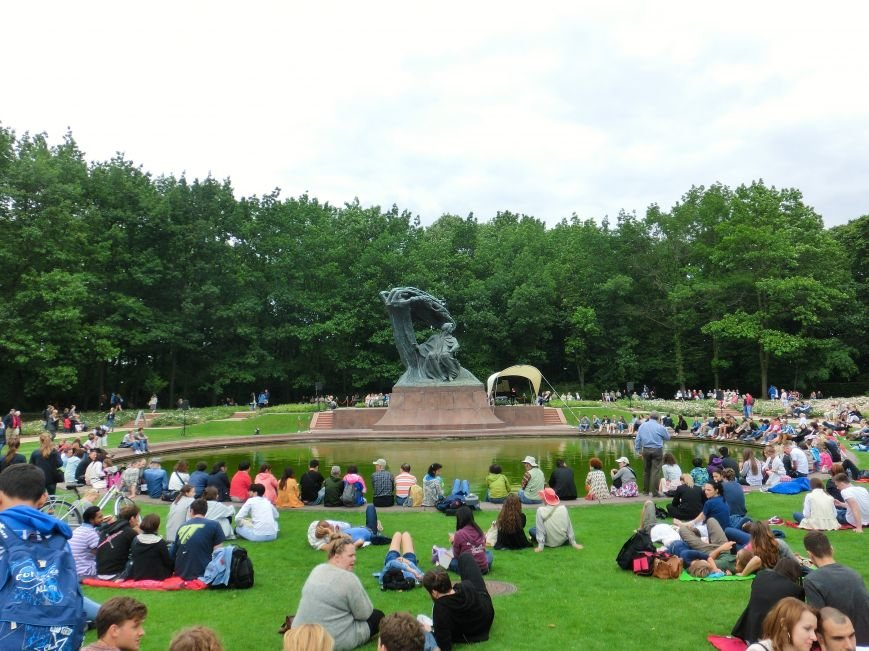 Памятник Шопену в Варшаве. Парк Лазенки