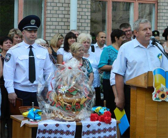 В Кировограде правоохранители поздравили школьников с новым учебным годом (фото) - фото 1
