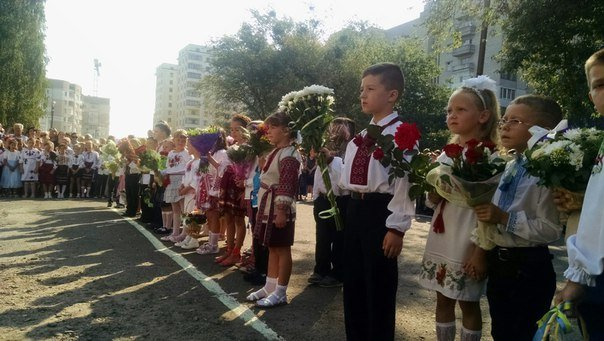 Свято першого дзвоника у львівських школах. Як це було (ФОТОРЕПОРТАЖ) (фото) - фото 1