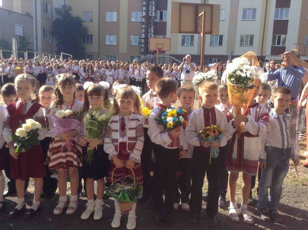 Свято першого дзвоника у львівських школах. Як це було (ФОТОРЕПОРТАЖ) (фото) - фото 2