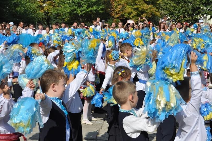Свято першого дзвоника у львівських школах. Як це було (ФОТОРЕПОРТАЖ) (фото) - фото 3