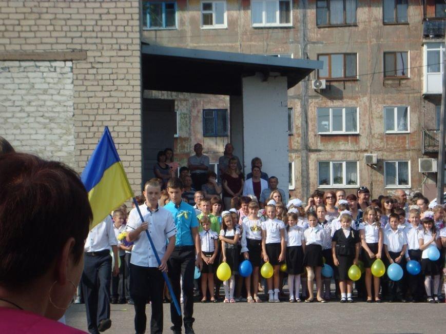 Прозвенел первый звонок в школах Доброполья и района (фото) - фото 5