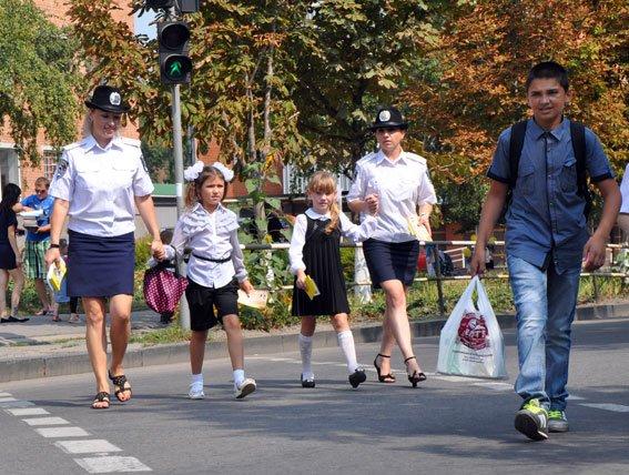 Полтавські ДАІшники пояснили учням ПДД (фото) - фото 4