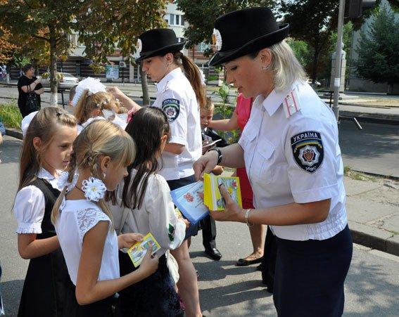 Полтавські ДАІшники пояснили учням ПДД (фото) - фото 2