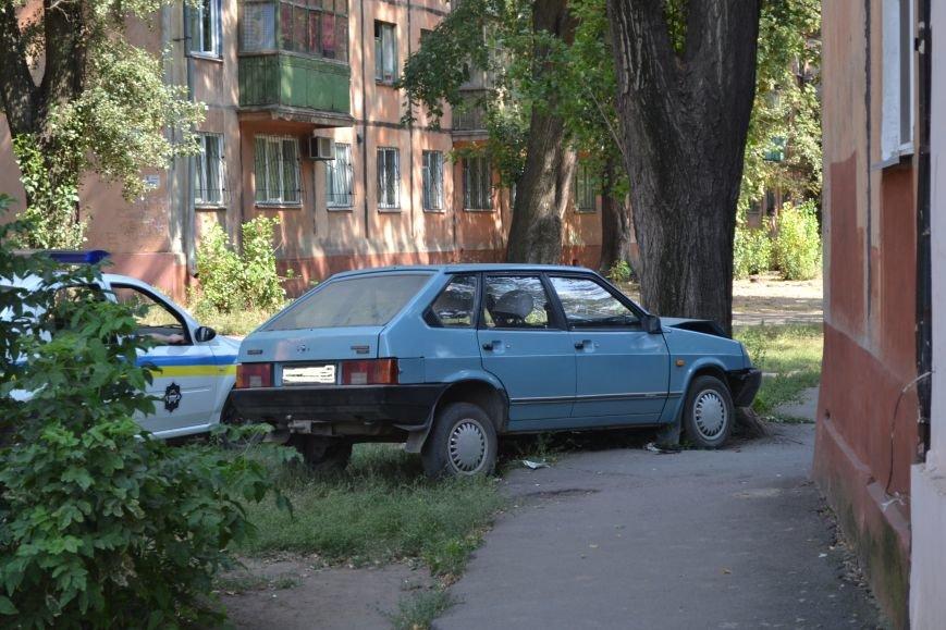 Криворожанин устроил ралли по Соцгороду и затормозил об дерево (ФОТО), фото-6