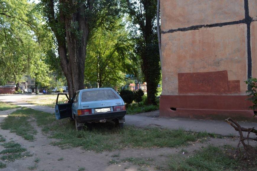Криворожанин устроил ралли по Соцгороду и затормозил об дерево (ФОТО), фото-1