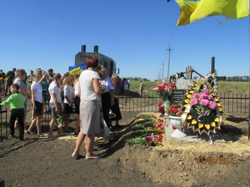 Под Мариуполем почтили память военнослужащих, погибших год назад в результате нападения диверсантов «ДНР» (ФОТО) (фото) - фото 1