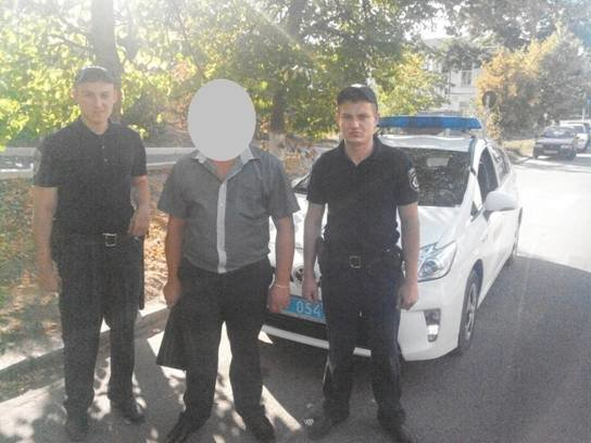 В Киевской области патрульные задержали мошенника, находящегося в розыске (ФОТО) (фото) - фото 1