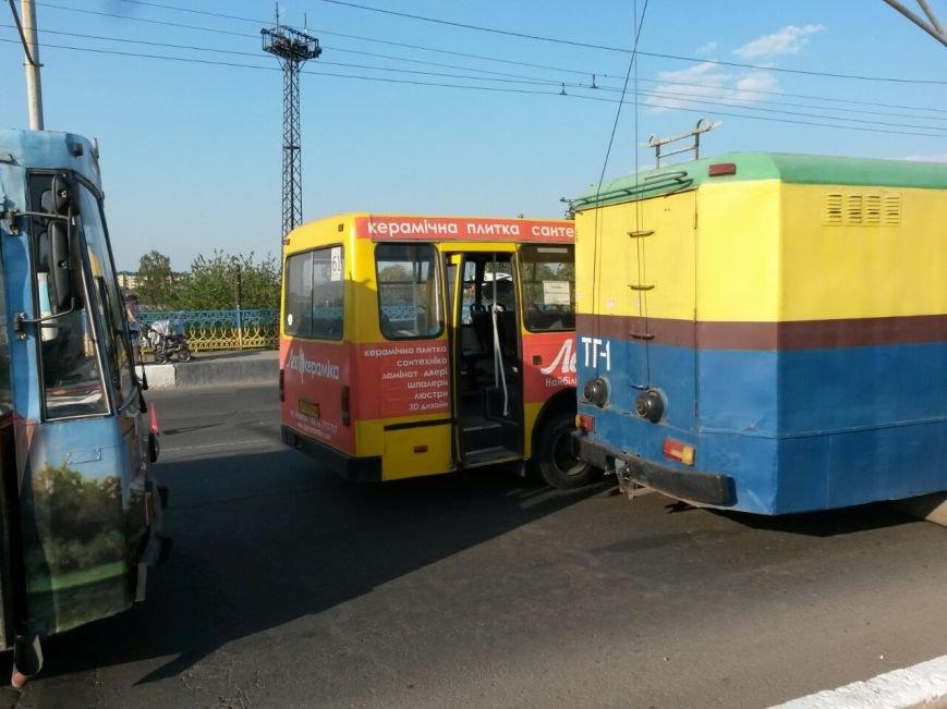 Маштабне ДТП на мості по вулиці Незалежності (ФОТО), фото-2