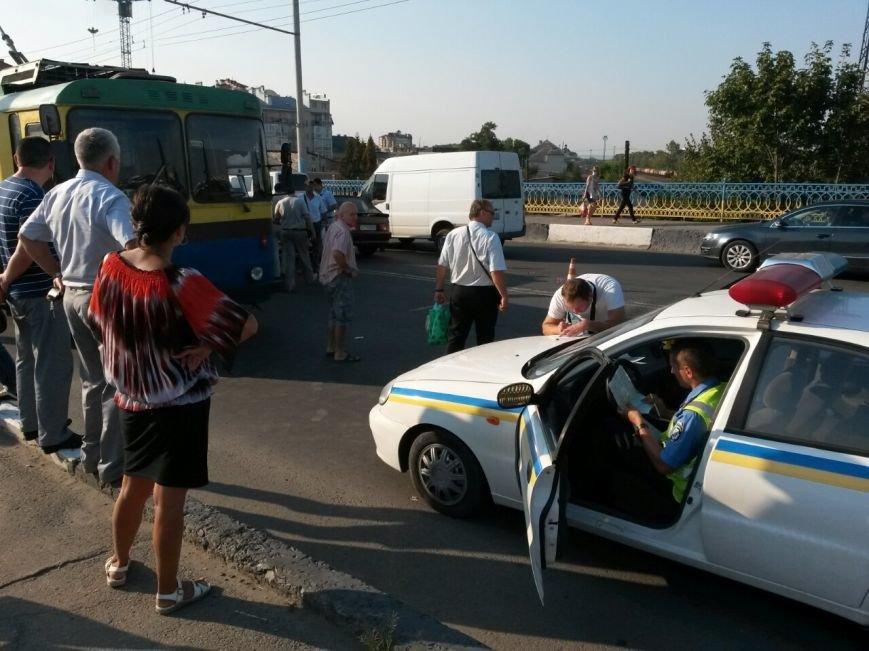 Маштабне ДТП на мості по вулиці Незалежності (ФОТО), фото-1