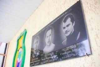 В День знань у Полтаві увіковічнювали випускників, які загинули в зоні АТО (фото) - фото 3
