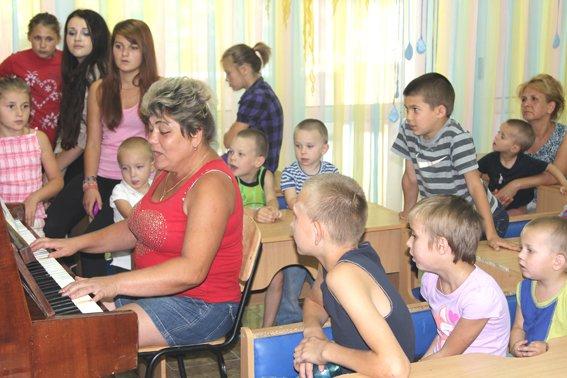 Рівненські міліціонери привітали вихованців підшефних закладів з Днем знань (фото) - фото 1