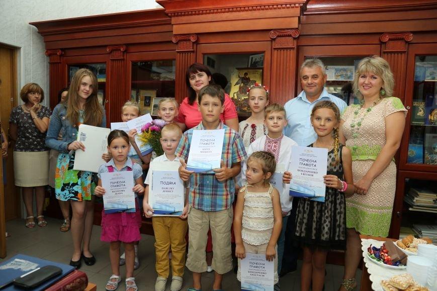 До Дня знань юні художники – переможці конкурсу малюнка отримали від Укрзалізниці шкільне приладдя (фото) - фото 1
