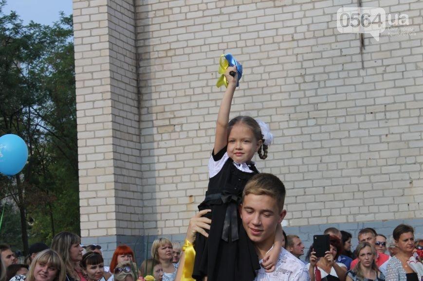 В Кривом Роге: «Жигули» влетели в «Опель» и маршрутку, на 1 сентября школьники предпочли надеть вышиванки, «гонщик» влетел в дерево (фото) - фото 2