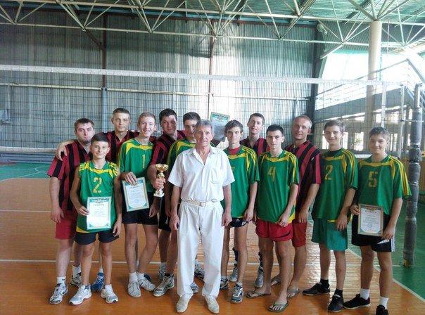 Родинское радушно принял открытый турнир по волейболу среди мужских команд (фото) - фото 1