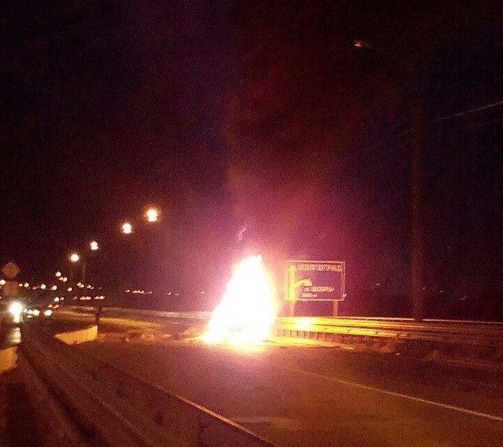 В Волгограде на «танцующем мосту» разбился и сгорел «Опель Омега», фото-2