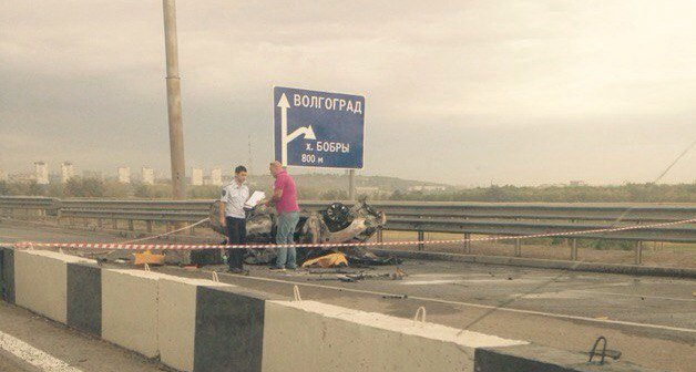 В Волгограде на «танцующем мосту» разбился и згаорелся «Опель Омега» (фото) - фото 1