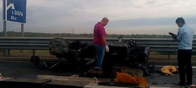 В Волгограде на «танцующем мосту» разбился и сгорел «Опель Омега», фото-4