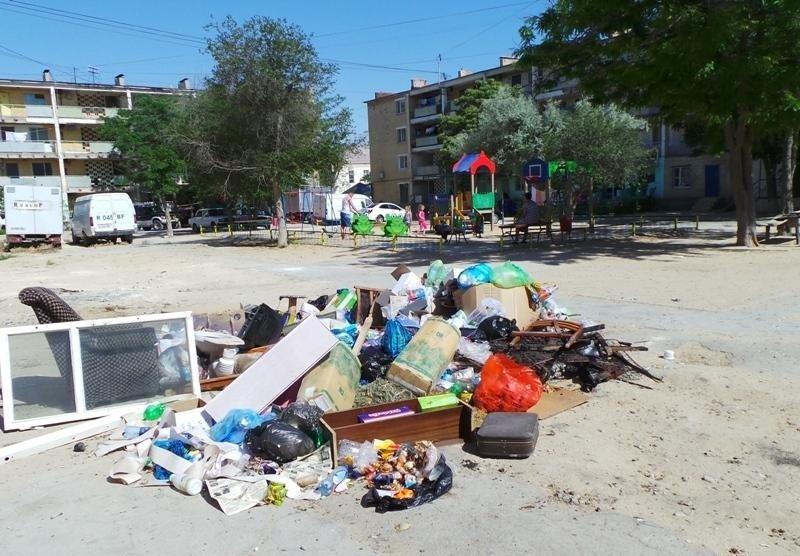 ТОО «Caspiy Operating» просит жителей Актау сообщать о неубранном мусоре, фото-1