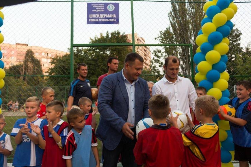 В жилмассиве Тополь открыли стадион имени Романа Шнейдермана, фото-2