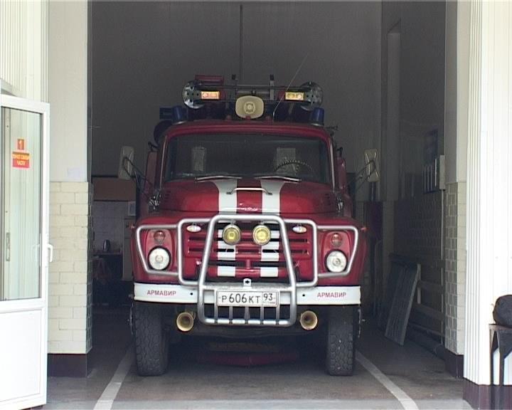 Армавирский пожарный спас женщину и ее мать-инвалида (фото) - фото 1