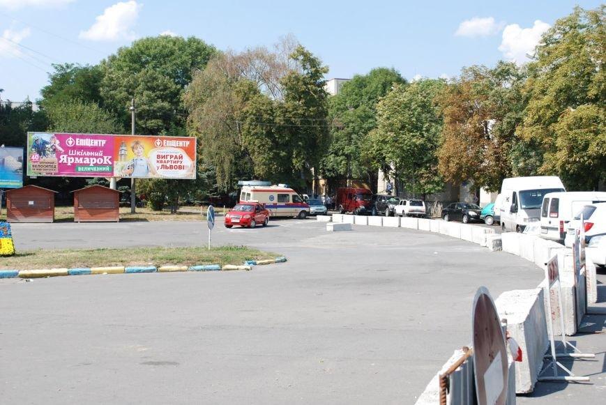 У Тернополі реконструкція площі Героїв Євромайдану заважає медикам працювати (фото) (фото) - фото 1