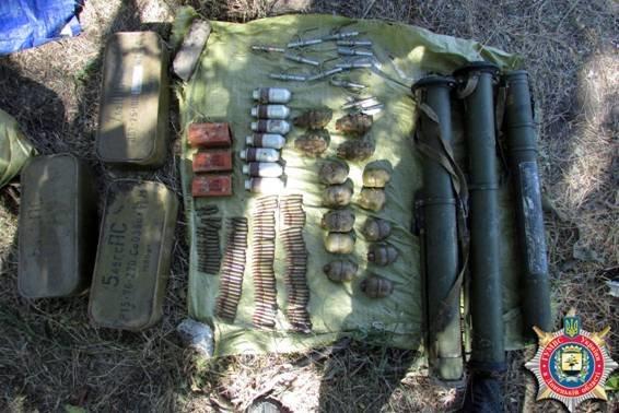 Под Мариуполем обнаружен еще один тайник с оружием и боеприпасами (ФОТО) (фото) - фото 4
