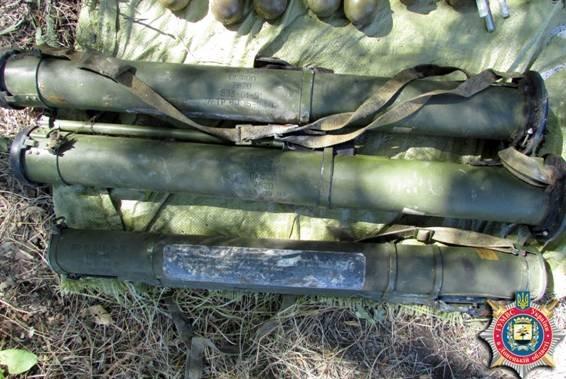 Под Мариуполем обнаружен еще один тайник с оружием и боеприпасами (ФОТО) (фото) - фото 3