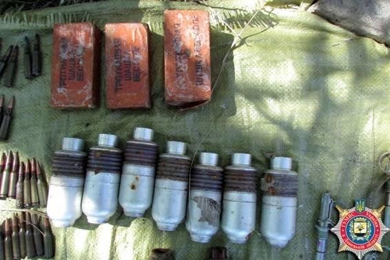Под Мариуполем обнаружен еще один тайник с оружием и боеприпасами (ФОТО) (фото) - фото 2
