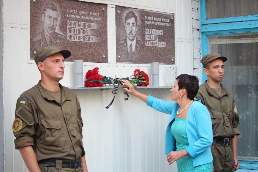 Борис Филатов открыл в Днепропетровской школе памятную доску погибшему воину, фото-1