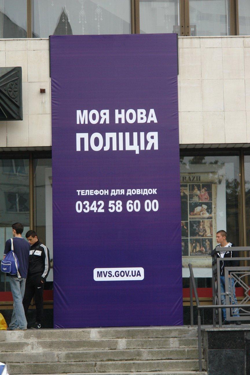Бажаючі вступити до лав нової патрульної поліції в Івано-Франківську вишукуються в чергу вже з самого ранку (фото) - фото 4