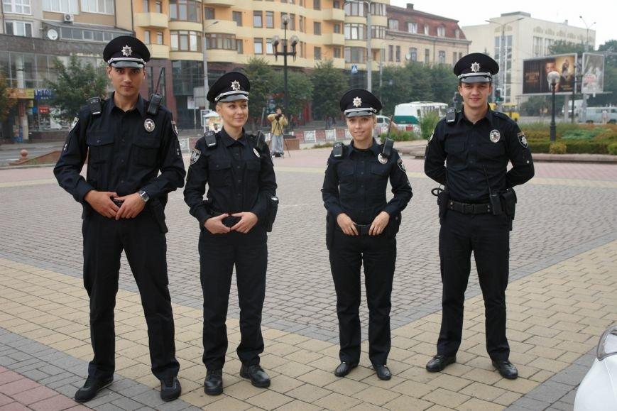 Бажаючі вступити до лав нової патрульної поліції в Івано-Франківську вишукуються в чергу вже з самого ранку (фото) - фото 6